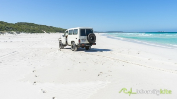 driving on the beach with soft sand in a Landcruiser Troopcarrier, Beachdriving in Western Australia