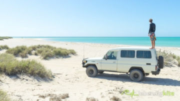 me standing on the roof of a Landcruiser Troopcarrier and looking to the secret Kitesurfing lagoon in Western Australia