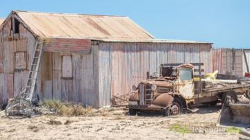 old rusty Truck and old shed in the Australian Outback