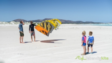 Kitesurfing vacation and learn kitesurfing in Australia with children and Family