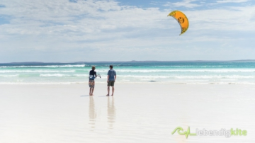 learn kiteboarding in Australia on the west coast with lebendigkite Kite Trips, always newest cabrinha kitesurfing equipment and kites