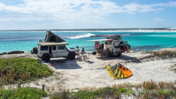 beach camping in Australia with Landcruiser Troopcarrier and Mercedes G class with rooftop tent, Cabrinha Drifter Kite