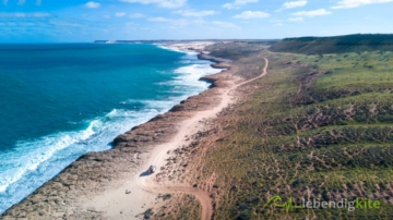 Offroad Track along the coast on the way to Gnaraloo Kitesurfing Spot