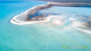 huge lagoon for kitesurfing in Australia with blue and turquoise water