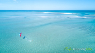 secret Kitesurfing Spot in Australia with shallow water and sand bars