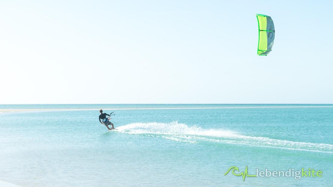 kitesurfing Kite Cabrinha FX - kitesurfing holidays flat water Kite spots Australia